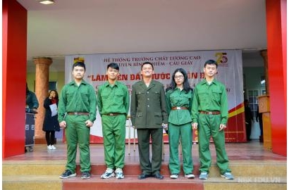 Nguyen Binh Khiem School organize a gratitude ceremony for veterans