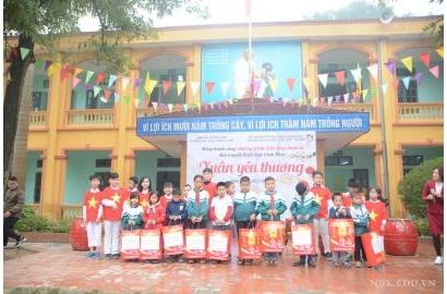 Chương trình Xuân yêu thương tại trường TH&THCS Hương Sơn, Vĩnh Phúc