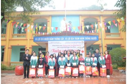 [TH Vĩnh Phúc] Tấm lòng nhân ái - Chương trình Xuân yêu thương tại THCS Hương Sơn - Vĩnh Phúc