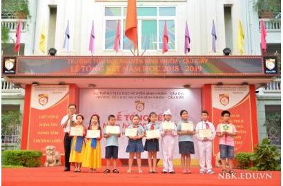 Trường Tiểu học Nguyễn Bỉnh Khiêm - Cầu Giấy đã tổ chức lễ tổng kết năm học 2018 - 2019 và lễ tri ân - trưởng thành dành cho các con học sinh khối 5.