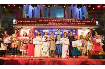 [Dân trí] Chung kết cuộc thi học sinh giỏi giang - tài năng - thanh lịch trường Nguyễn Bỉnh Khiêm