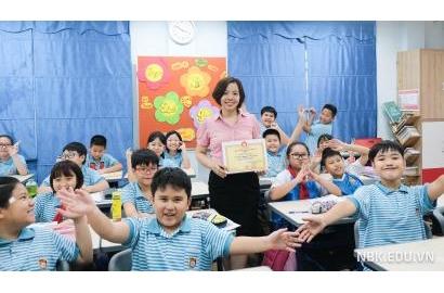 Hội khuyến học phường Dịch vọng Hậu trao tặng Giấy khen cho cô trò trường Tiểu học Nguyễn Bỉnh Khiêm – Cầu Giấy