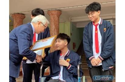 [GIAODUC.NET] Nam sinh lớp 11 trường Nguyễn Bỉnh Khiêm dũng cảm bắt cướp